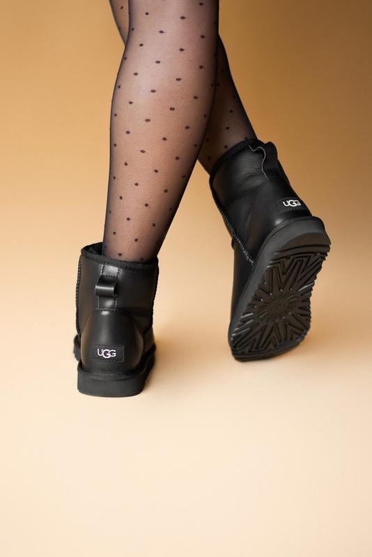Шикарные женские сапоги угги ugg classic mini black lather чёр... - Фото 5