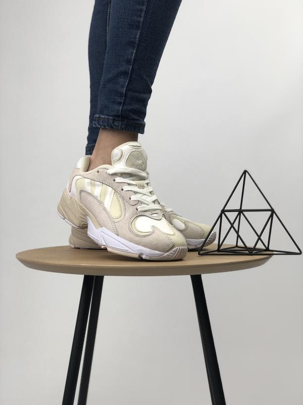 Шикарные женские кроссовки adidas yung-1 бежевые с белым 😃 (ве... - Фото 2
