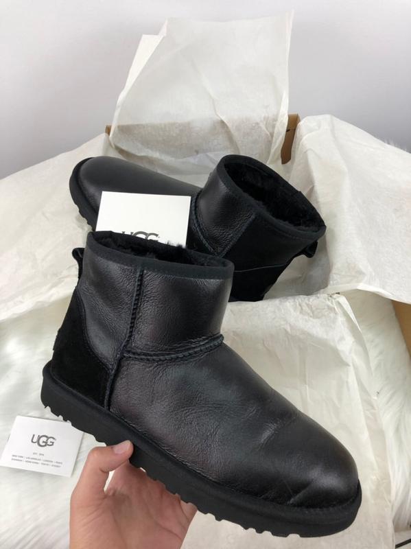 Шикарные женские сапоги угги ugg classic mini ii black leather...