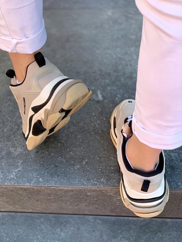 Шикарные женские кроссовки balenciaga triple s beige бежевые с... - Фото 4