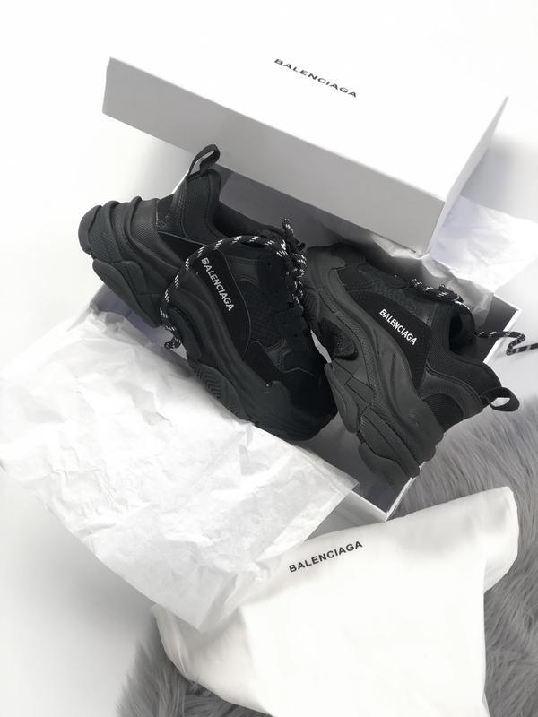 Balenciaga triple s black шикарные женские кроссовки чёрные ве...