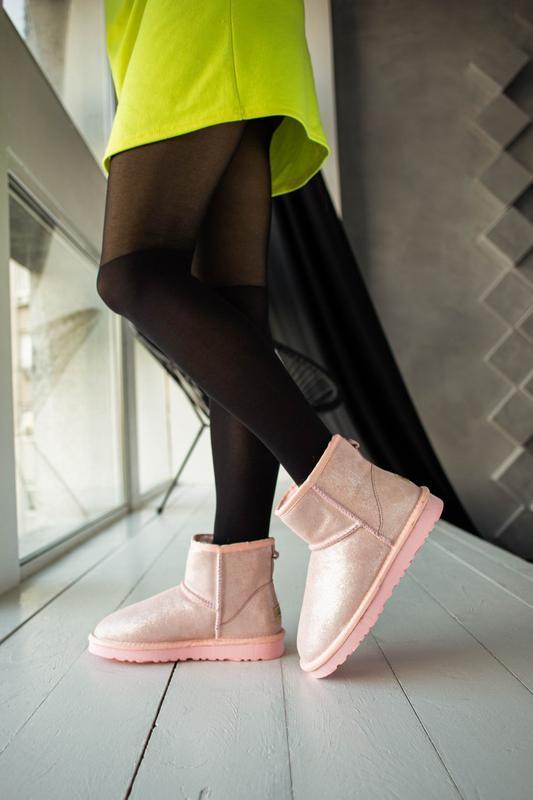 Ugg classic pink 2 шикарные женские сапоги угги чёрные с мехом...