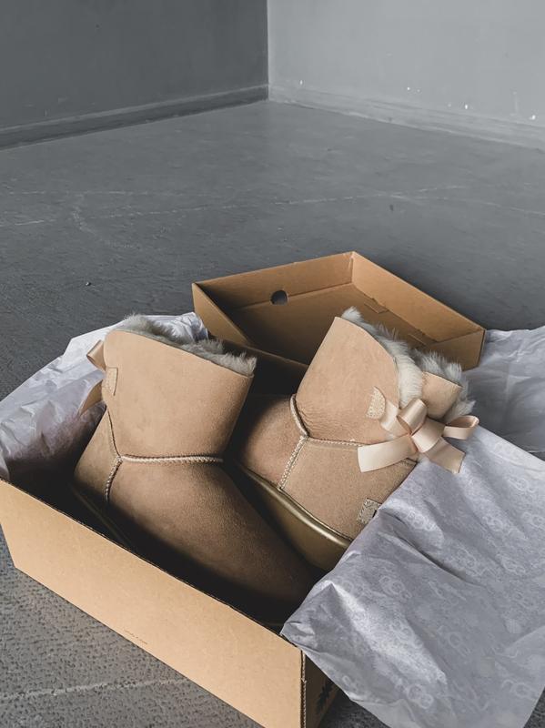 😊ugg bailey bow mini beige 🤗 женские зимние угги сапоги натура... - Фото 3
