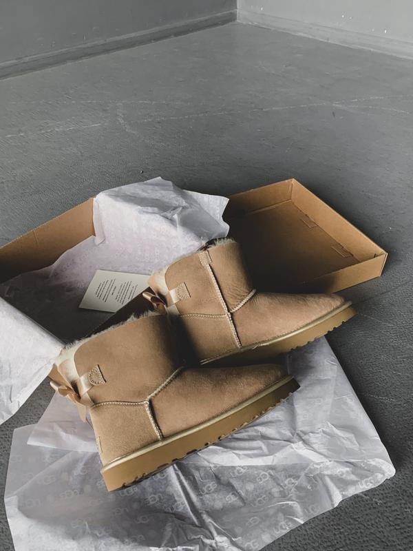 😊ugg bailey bow mini beige 🤗 женские зимние угги сапоги натура... - Фото 5