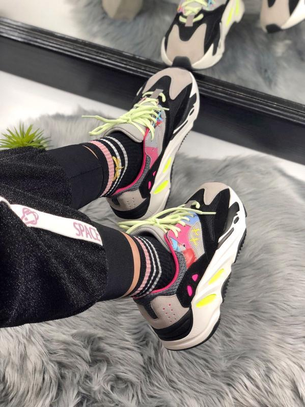 Шикарные женские кроссовки adidas yeezy boost 700 - Фото 2