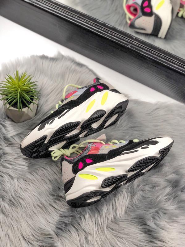 Шикарные женские кроссовки adidas yeezy boost 700 - Фото 3