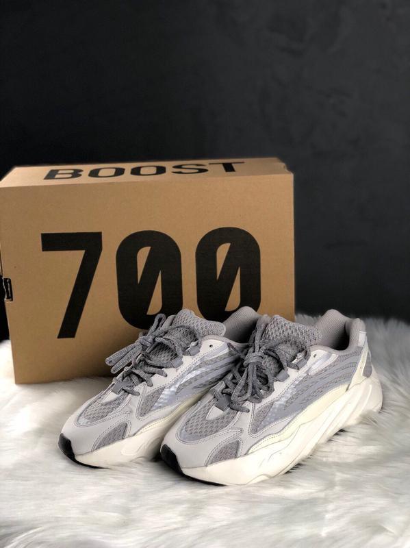 Шикарные кроссовки adidas yeezy boost 700