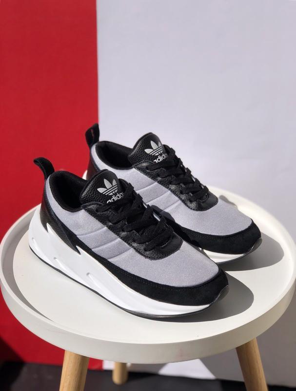 Шикарные мужские кроссовки adidas sharks