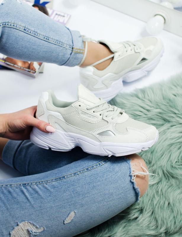 Шикарные женские кроссовки adidas falcon white