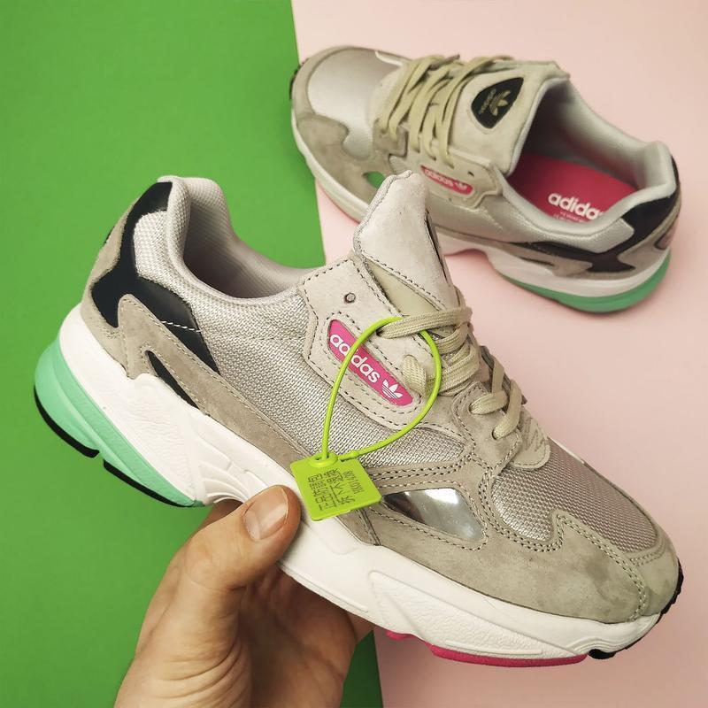 Шикарные женские кроссовки adidas falcon grey/green