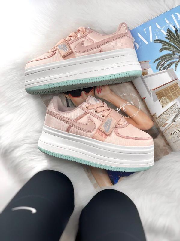 Шикарные женские кроссовки nike vandal 2k pink