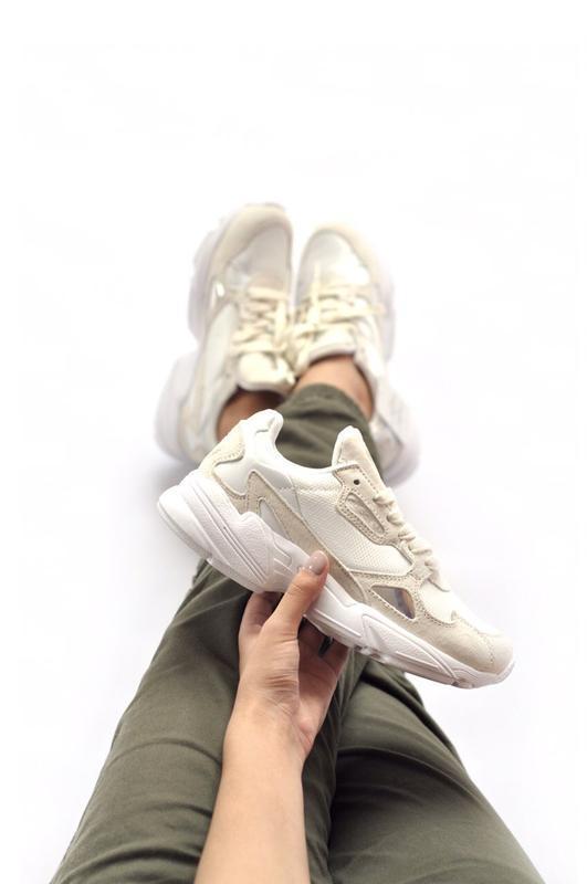 Шикарные женские кроссовки adidas falcon