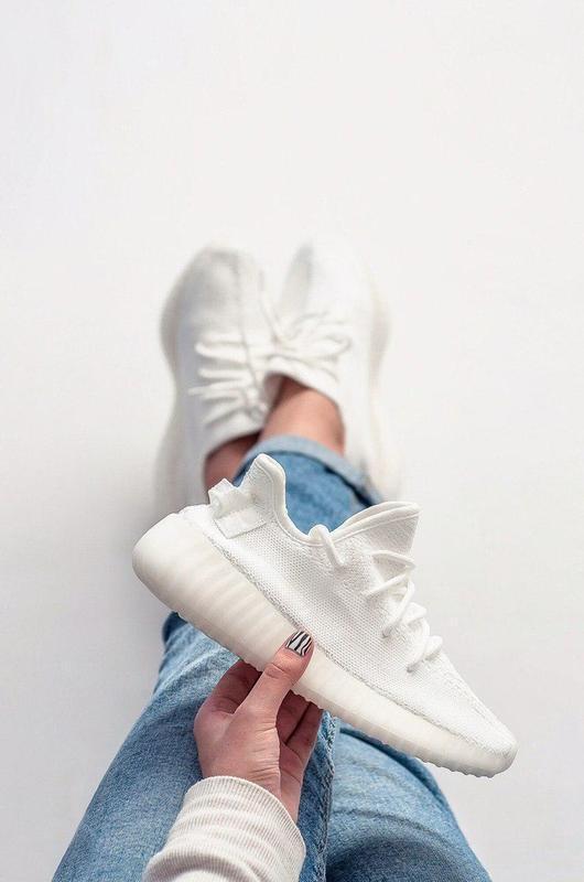 Шикарные женские кроссовки adidas yeezy 350 white
