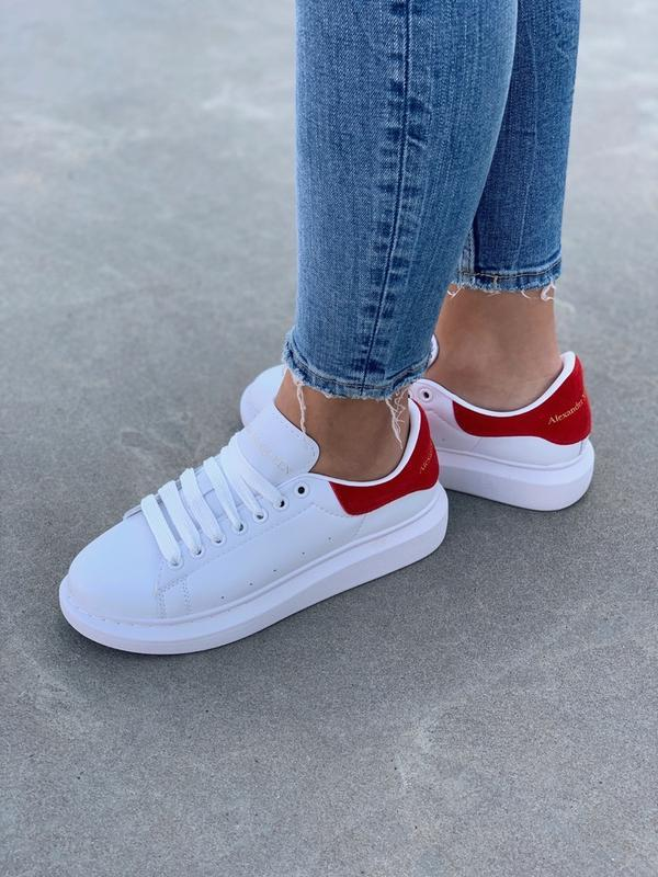 Шикарные женские кроссовки alexander mcqueen white red