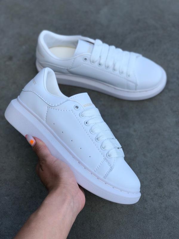 Шикарные женские кроссовки alexander mcqueen all white
