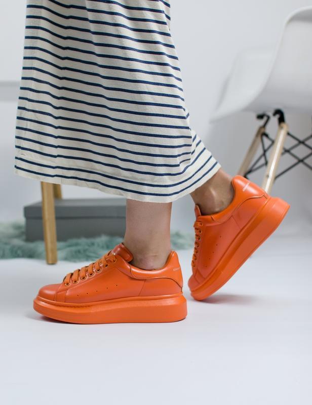 Шикарные женские кроссовки alexander mcqueen orange