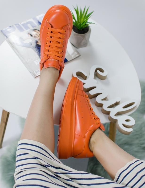 Шикарные женские кроссовки alexander mcqueen orange - Фото 5
