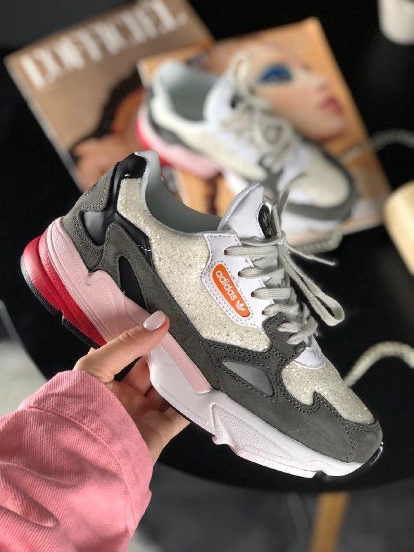 Шикарные женские кроссовки adidas falcon white grey black pink