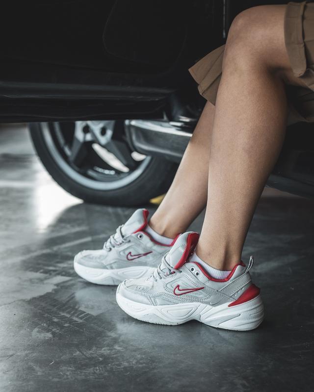 Шикарные женские кроссовки nike m2k tekno grey/red