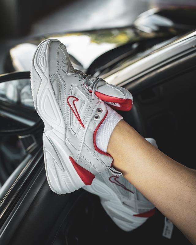 Шикарные женские кроссовки nike m2k tekno grey/red - Фото 4