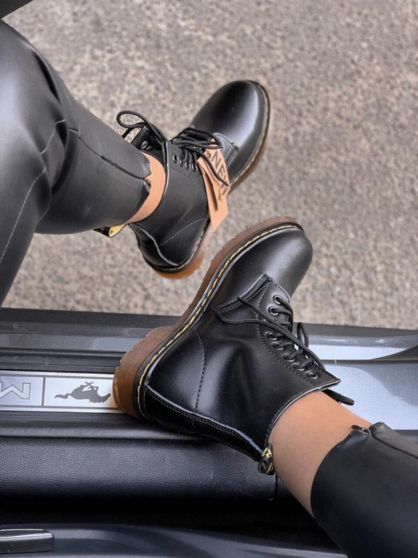 Шикарные женские осенние  ботинки dr. martens 1460 black class... - Фото 2
