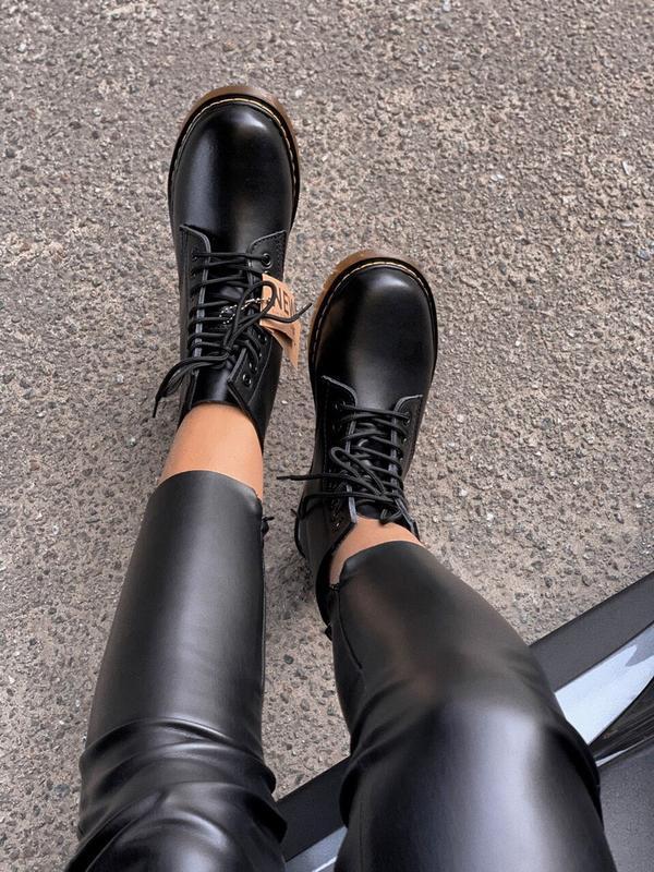 Шикарные женские осенние  ботинки dr. martens 1460 black class... - Фото 3