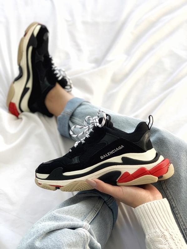 Шикарные женские кроссовки balenciaga triple s black red