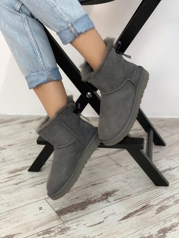 Шикарные женские сапоги ботинки зимние ugg bailey bow mini gray - Фото 4