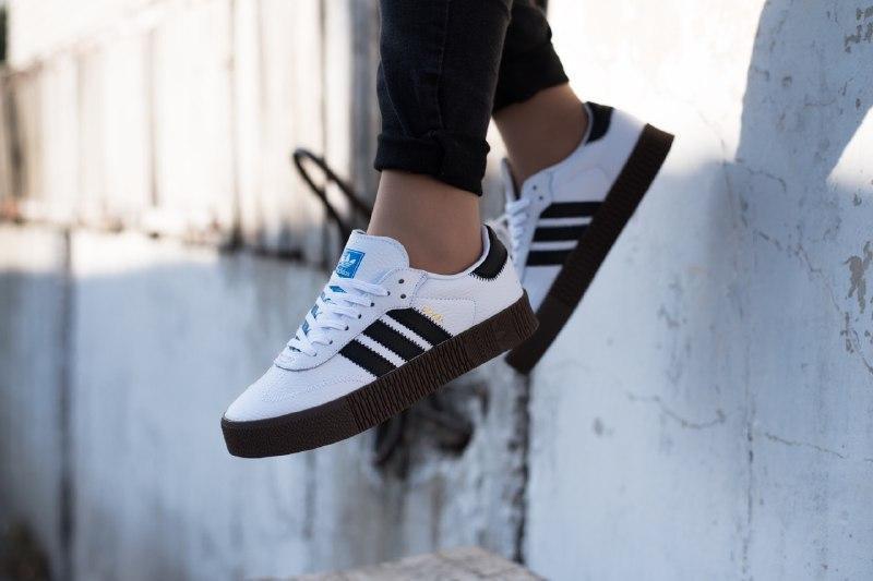 Шикарные женские кроссовки adidas samba black/white