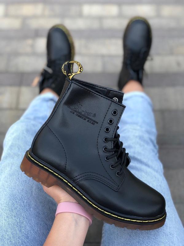 Шикарные женские зимние  ботинки с мехом  dr. martens 1460 black