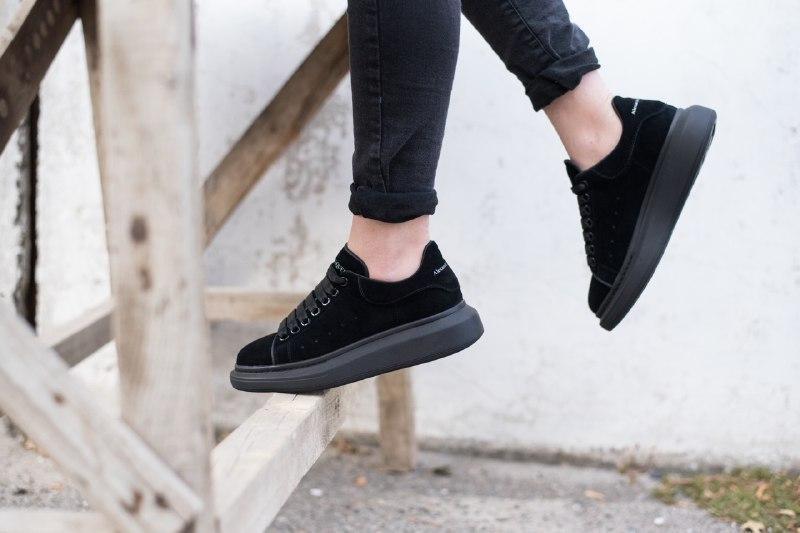 Шикарные женские кроссовки alexander   mcqueen suede black - Фото 2