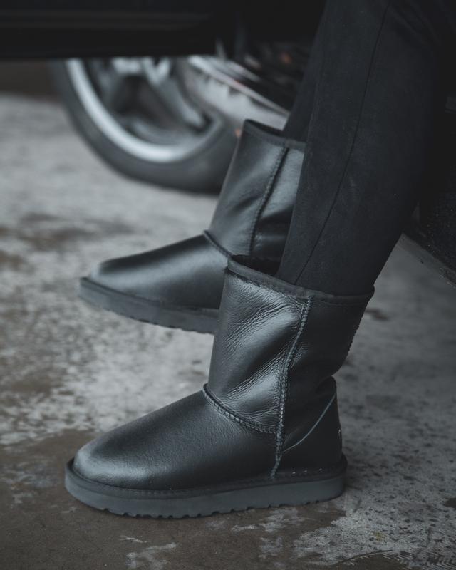 Шикарные женские зимние сапоги ботинки  ugg classic  leather