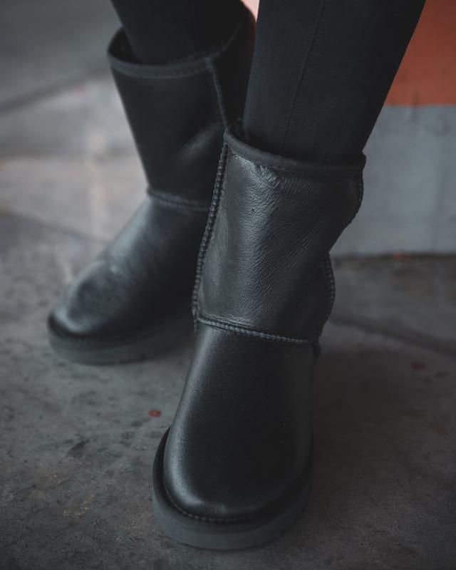 Шикарные женские зимние сапоги ботинки  ugg classic  leather - Фото 2