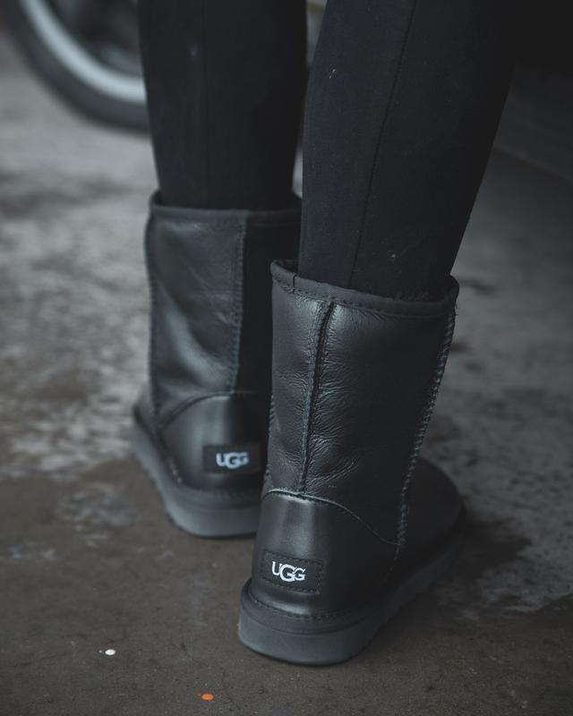 Шикарные женские зимние сапоги ботинки  ugg classic  leather - Фото 3
