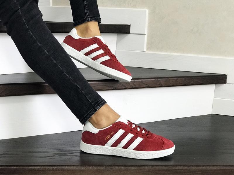 Шикарные женские кроссовки adidas gazelle red