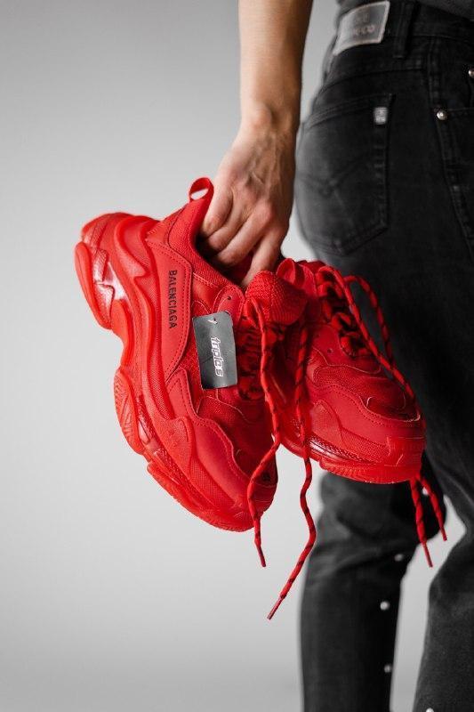 Шикарные женские кроссовки balenciaga triple s clear sole, red