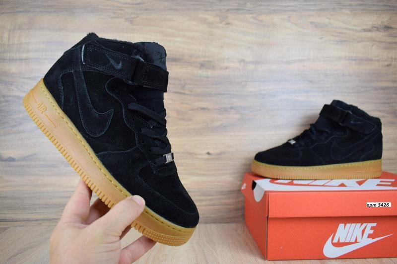 Шикарные мужские кроссовки с мехом nike air force черные на бе...
