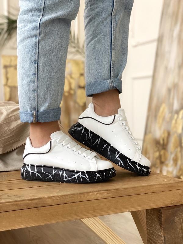 Шикарные женские кроссовки alexander mcqueen white black - Фото 2