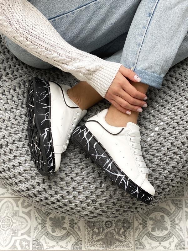 Шикарные женские кроссовки alexander mcqueen white black - Фото 4