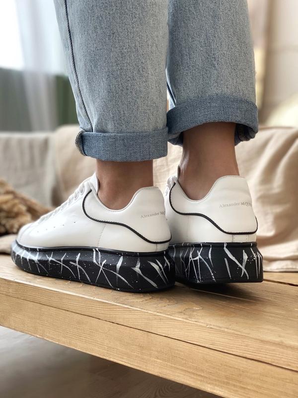 Шикарные женские кроссовки alexander mcqueen white black - Фото 5