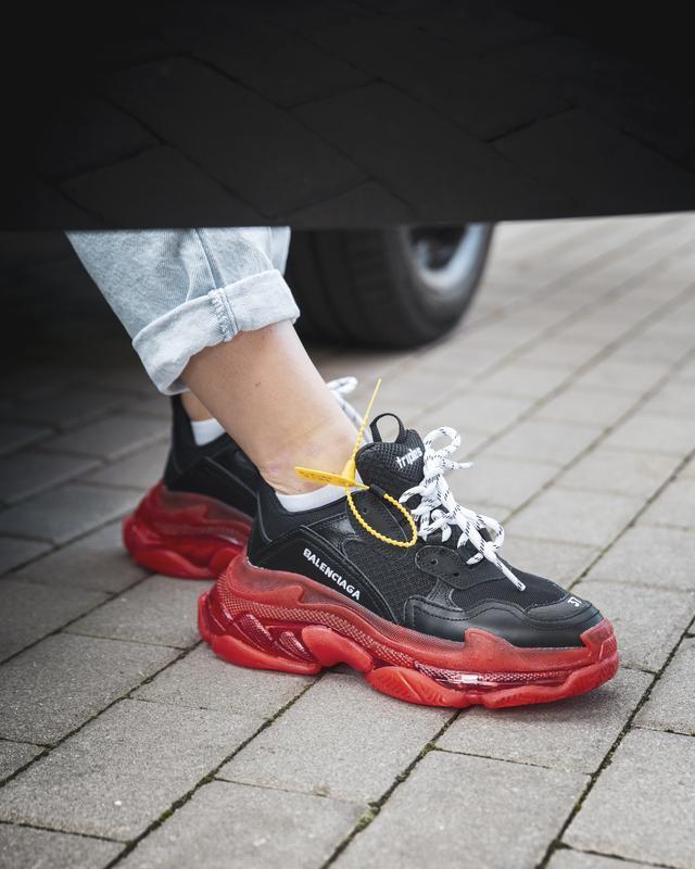 Шикарные женские кроссовки balenciaga triple s black/red