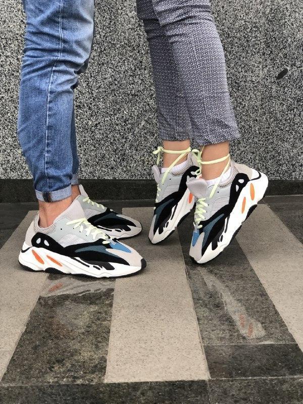 Шикарные  кроссовки adidas yeezy boost 700 kanye west