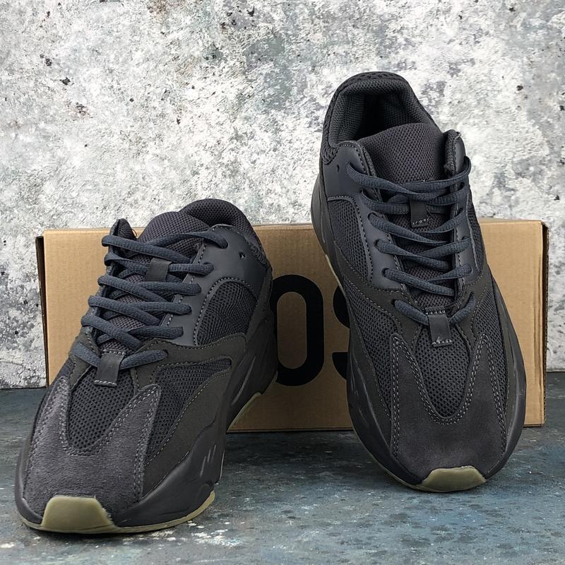 Шикарные женские кроссовки  adidas yeezy boost 700 utility black
