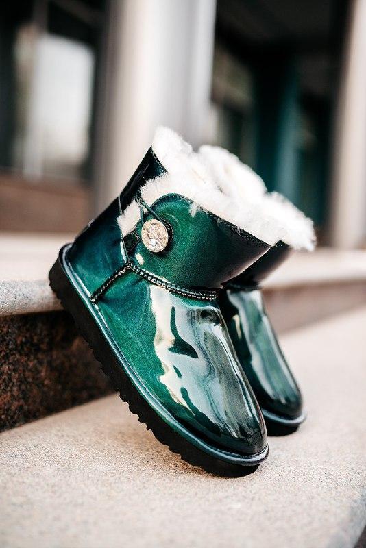 Шикарные женские зимние сапоги угги ugg mini bailey button