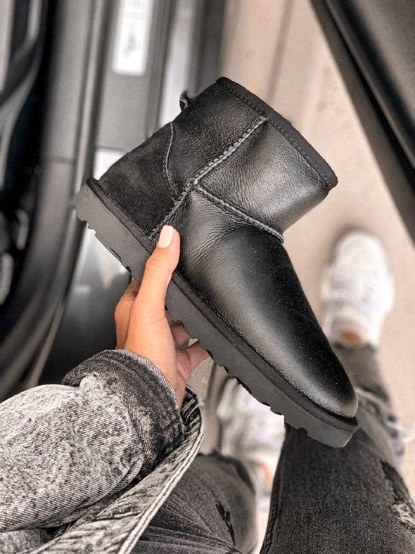 Шикарные женские зимние сапоги угги ugg classic mini leather  ...