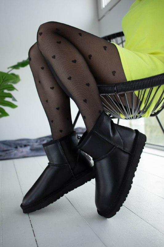 Шикарные женские зимние сапоги угии ugg classic mini  black le... - Фото 2