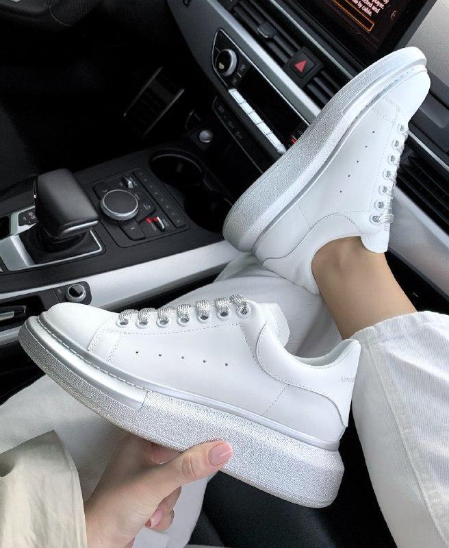 Шикарные женские кроссовки alexander mcqueen silver/white