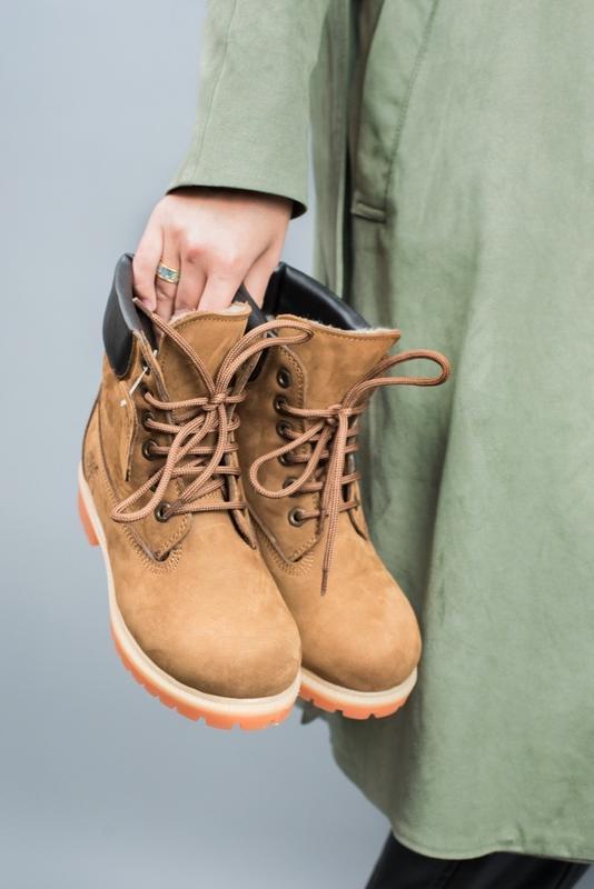Шикарные женские зимние ботинки с мехом timberland brown