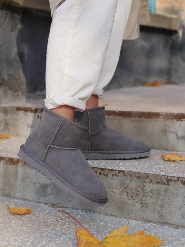 Шикарные женские зимние сапоги угги ugg mini ii grey с натурал...