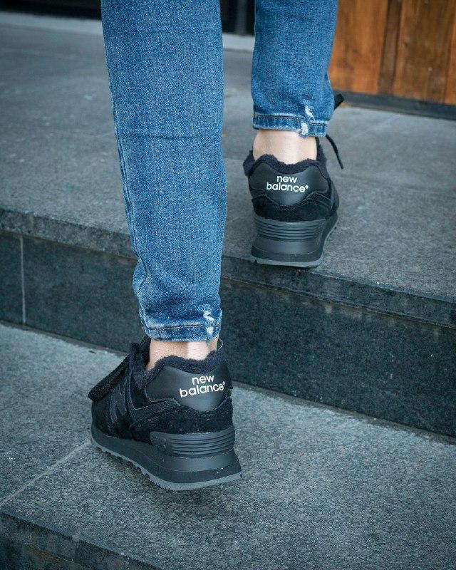 Шикарные женские зимние кроссовки new balance 574 black fur - Фото 4